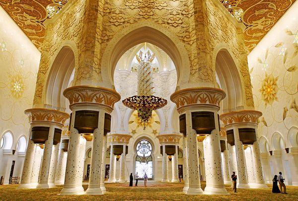18. abu-dhabi-grand-mosque-interior_24940_600x450