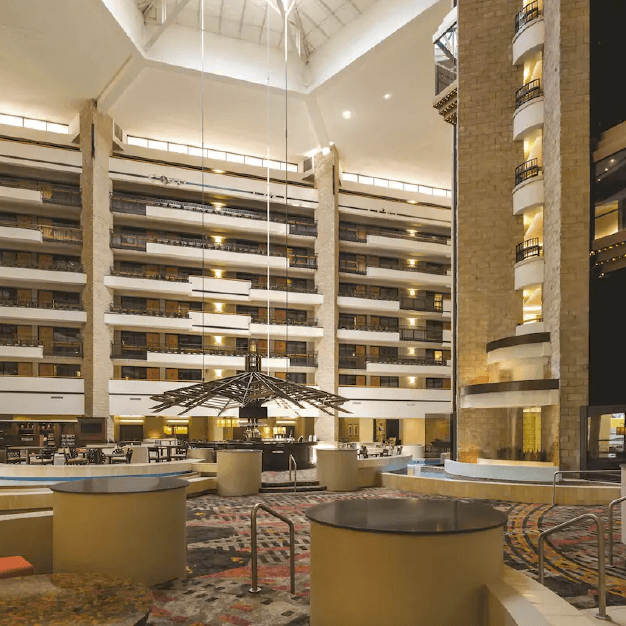 Lobby Hotel Embassy Suites